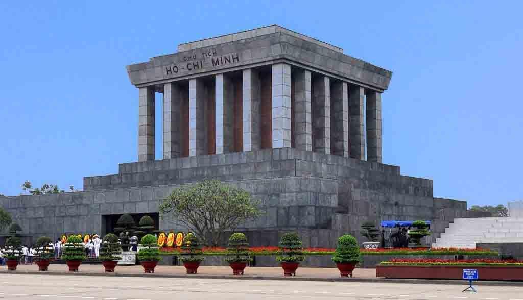 Vietnam Reisen - Das Ho Chi Minh - Mausoleum in Hanoi