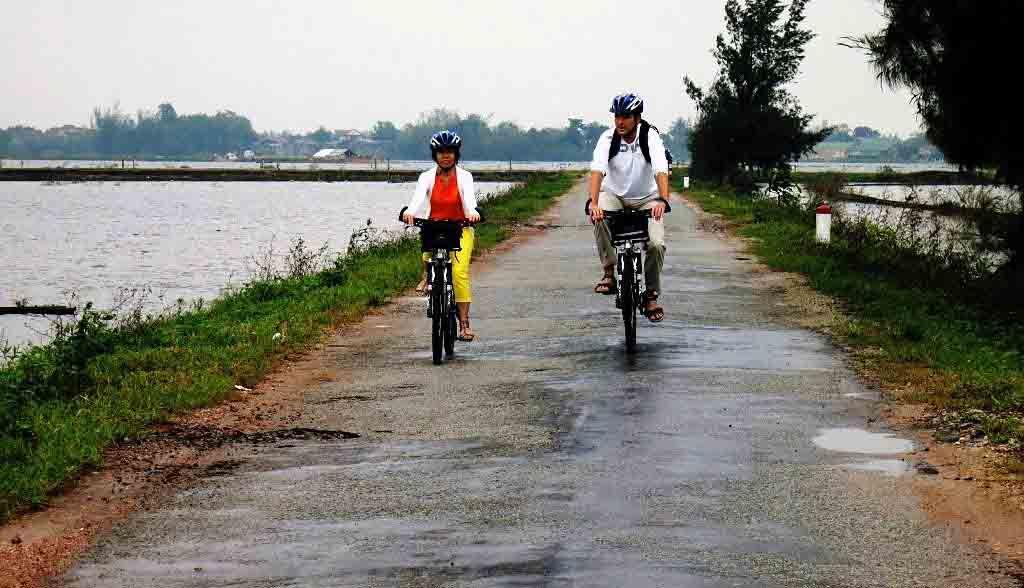 Vietnam Reisen - Velotour durch Reisfelder und Flusslandschaften von Hue (Originalbild Mirango Travel)