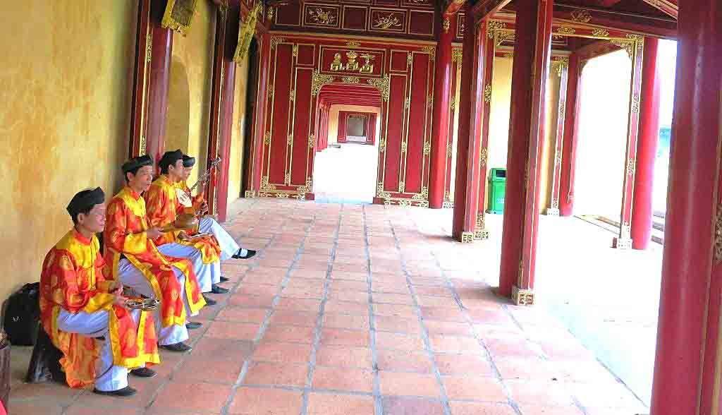 Vietnam Reisen - Musikantengruppe in der Königsstadt von Hue (Originalbild Mirango Travel)