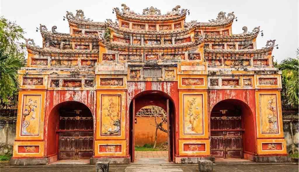 Vietnam Reisen - Das Tor zur Königsstadt in Hue