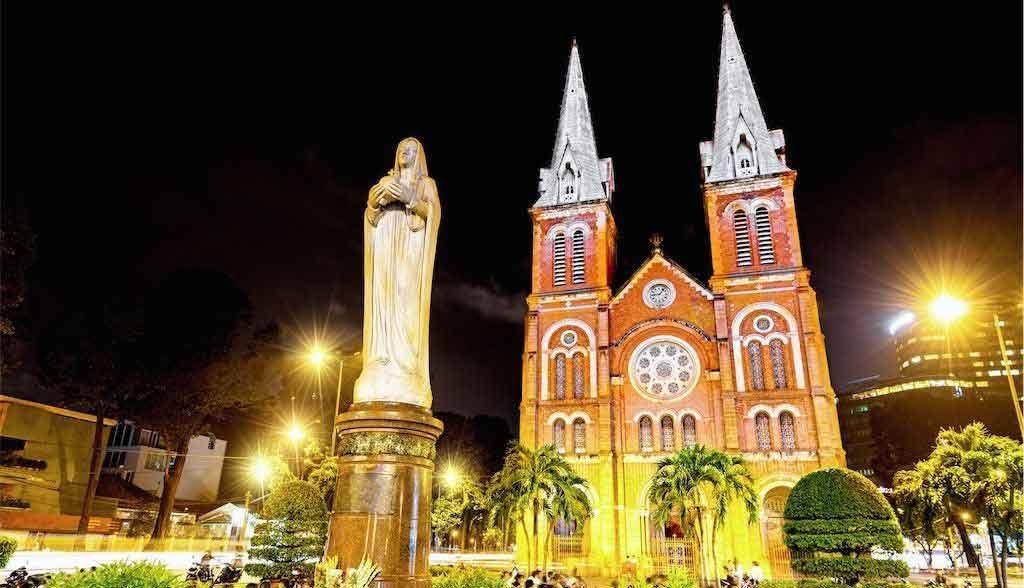 Vietnam Reisen - Die Notre Dame im Zentrum von Saigon