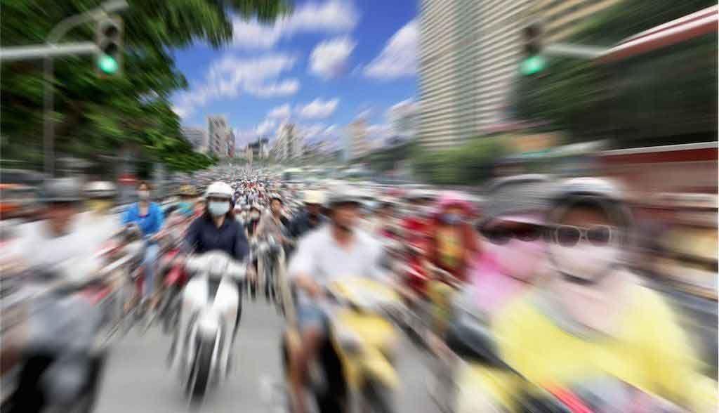 Vietnam Reisen - Viele Motorfahrräder sind das typische Strassenbild von Saigon