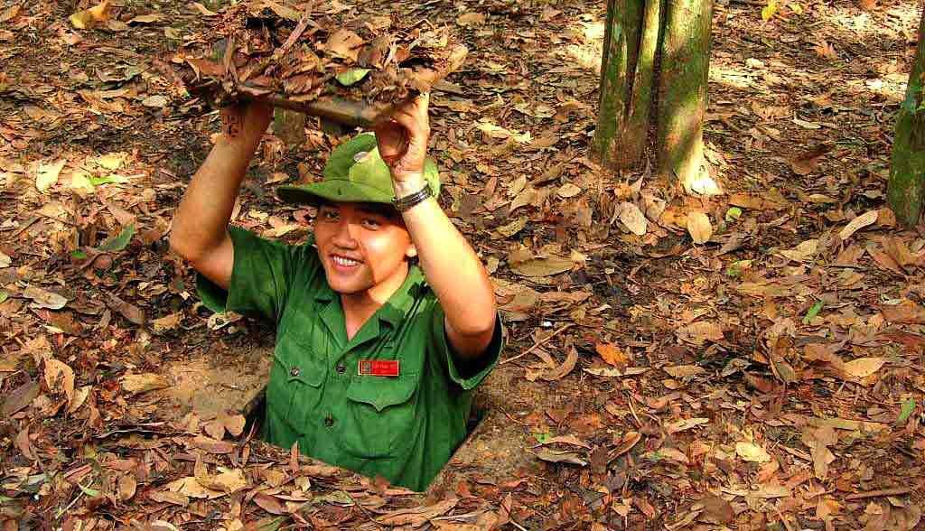 Vietnam Reisen - In den engen Tunnels von Cu Chi versteckten sich die Vietcong-Kämpfer (Originalbild Mirango Travel)